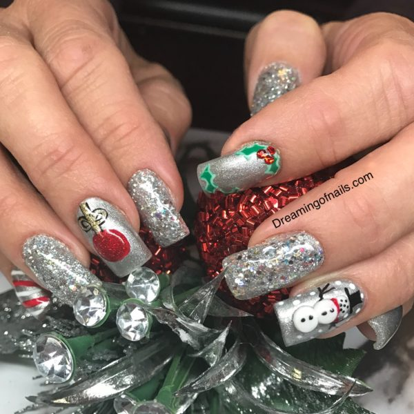 10 must have Christmas nail art designs!