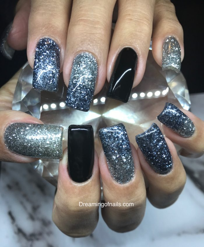 15 Gorgeous must have New Years nail art designs - Dreaming of nails