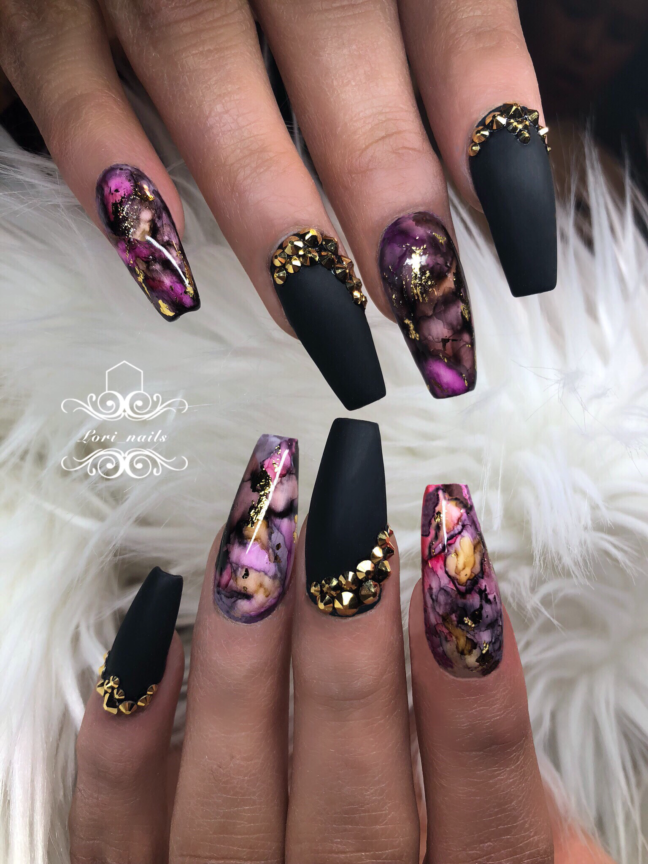 Marble nails with black and gold